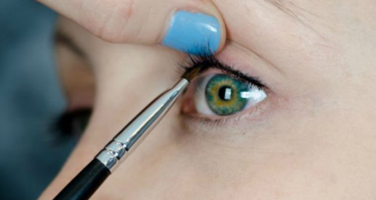 Tightlining: Η νέα τεχνική στο Eyeliner που θα αλλάξει όλη την ομορφο-θεωρία σου