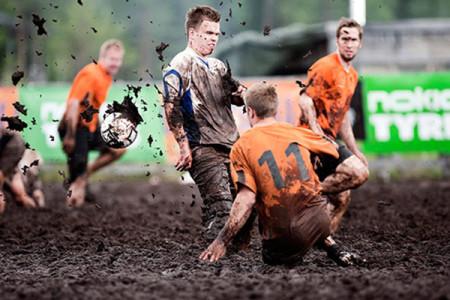 Η μόδα του Swamp Soccer: Είναι τρελοί αυτοί οι Φινλανδοί…