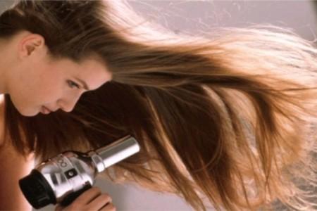 Δες όλα όσα μπορεί να κάνει το πιστολάκι πέρα από το να στεγνώσει απλά τα μαλλιά σου!