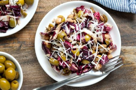 Μια φθινοπωρινή πεντανόστιμη σαλάτα γίνεται το τέλειο συνοδευτικό σε κάθε γεύμα!
