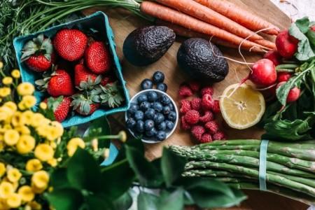 Μάθε το: Αυτές είναι οι τροφές με τα περισσότερα/λιγότερα φυτοφάρμακα