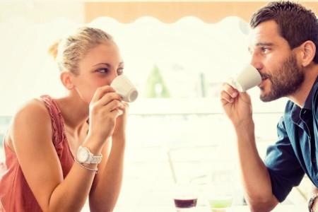 Νέα έρευνα: Γιατί οι άντρες φοβούνται εμάς τις έξυπνες γυναίκες;