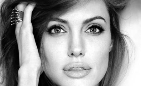 Απόκτησε τα ζουμερά χείλη της Angelina Jolie με αυτή τη σπιτική συνταγή!