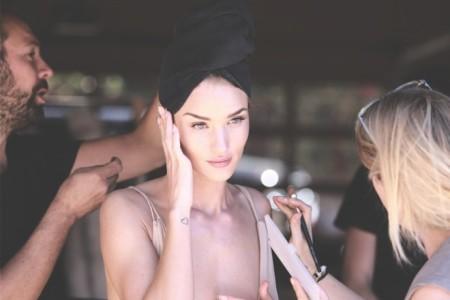 Εντυπωσιακό! Τα μοντέλα πλένουν μόνο μια φορά την ημέρα το πρόσωπό τους. Δες γιατί!