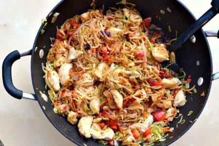 Η πιο νόστιμη και eatfree συνταγή για Noodles Κοτόπουλο με γάλα καρύδας!