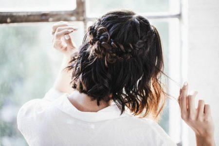 DIY: Οι πιο εύκολες πλεξούδες για κοντά μαλλιά! (video)