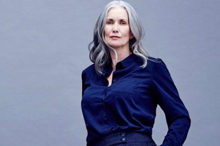Η μεγαλύτερη γυναίκα που πόζαρε για το Sports Illustrated μας λέει τα πολύ απλά μυστικά νεότητάς της!