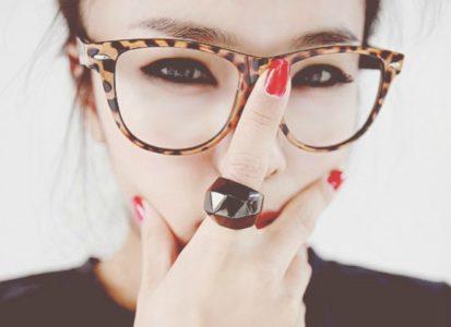Ποια καθημερινή σου συνήθεια σου φοράει τα γυαλιά... μυωπίας!