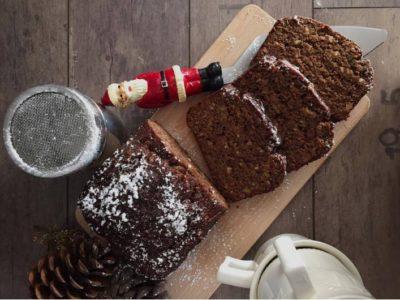 Χριστουγεννιάτικο κέικ με χαρούπι, ζάχαρη καρύδας και φυστικοβούτυρο