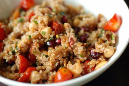 Σαλάτα με σιτάρι και ρόδι: H πιο καλοκαιρινή σαλάτα στο πιάτο σου!