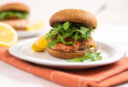 Μπιφτέκια σολομού: Η πιο υγιεινή και νόστιμη συνταγή στο πιάτο σου!