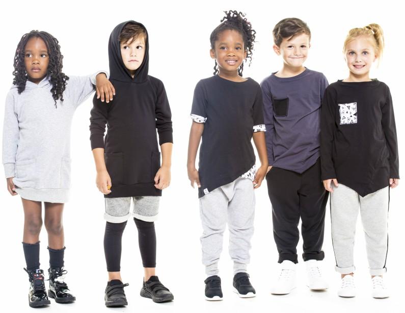 bf460d3b86a7 Σήμερα λοιπόν θα σου κάνω τη ζωή σου κυριολεκτικά πιο εύκολη και πιο όμορφη  με τα παιδικά ρούχα που συνδυάζουν την πρακτικότητα